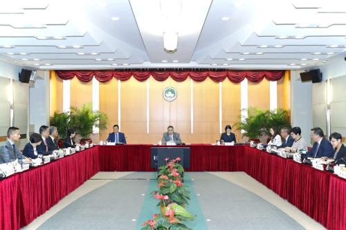 """Como Presidente da """"Comissão para o Desenvolvimento da Plataforma de Serviços para a Cooperação Comercial entre a China e os Países de Língua Portuguesa"""", o Chefe do Executivo, Dr. Chui Sai On, presidiu a 3.ª reunião plenária"""