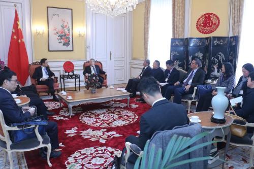 A Delegação Empresarial da Região do Pan-Delta do Rio das Pérolas a Portugal e Luxemburgo visitou a Embaixada da República Popular da China no Grão-Ducado do Luxemburgo
